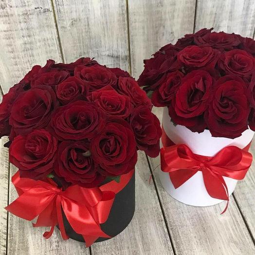 15 алых роз в шляпной коробке