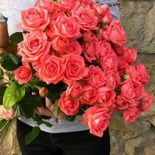 11 кустовых роз и мыло ручной работы в подарок