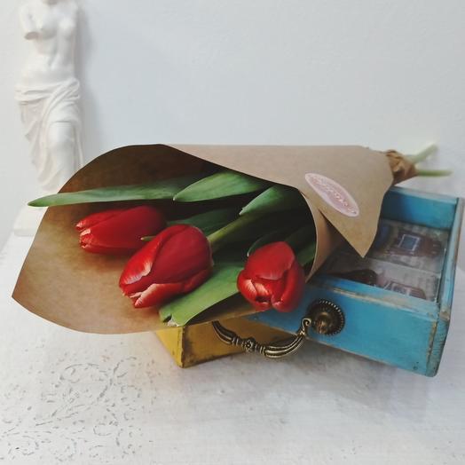 Три красных тюльпана 50см