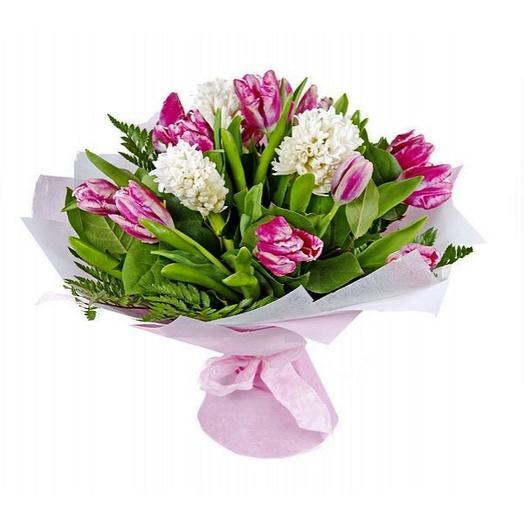 Весенний букет с тюльпанами и гиацинтами