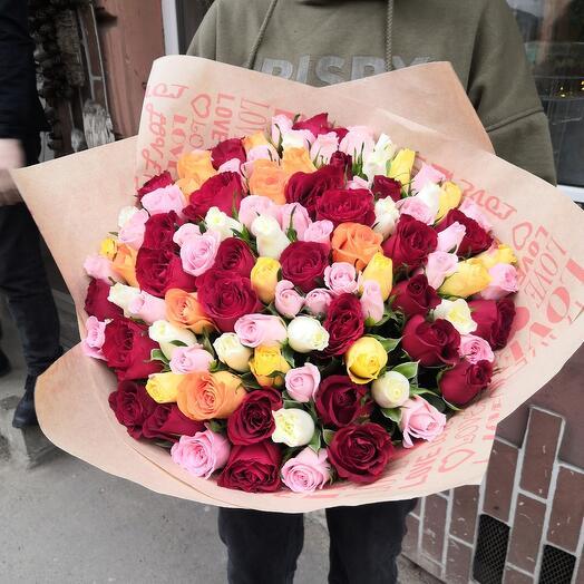 Яркий букет из 101 розы