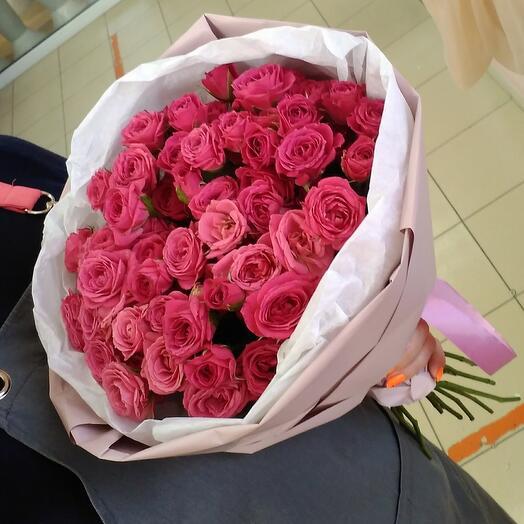 Stylish bouquet of bush roses
