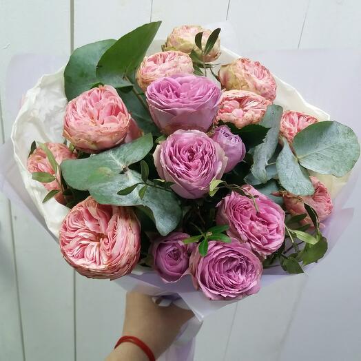 шикарная пионовидная сортовая роза