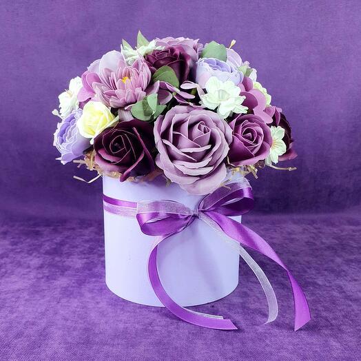 Фиолетовая композиция из мыльных цветов