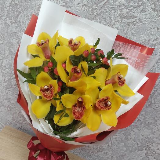 Букет желтых орхидей