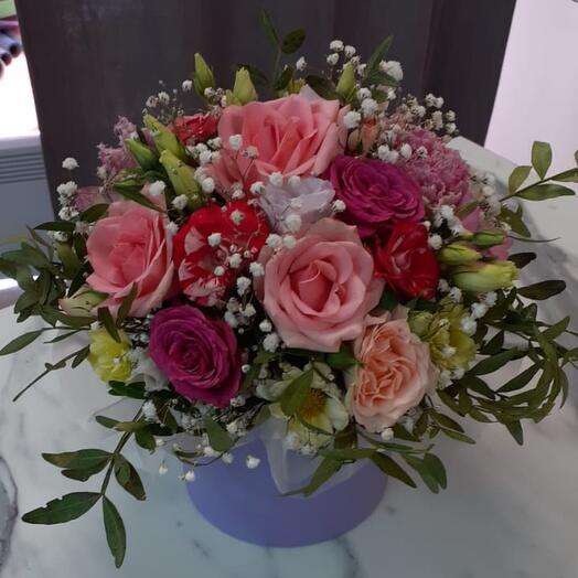 Цветы в коробке шляпной