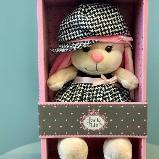 Зайка в клечатом платьице и шапочке, в коробке