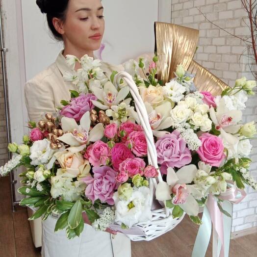Роскошная корзина с цветами