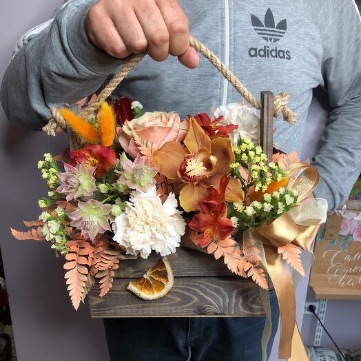 Цветы в ящике апельсинка