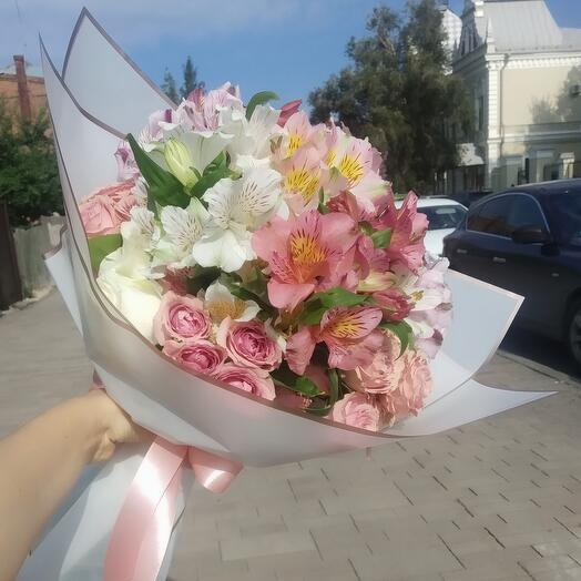 A large bouquet of 30 roses and alstroemeria