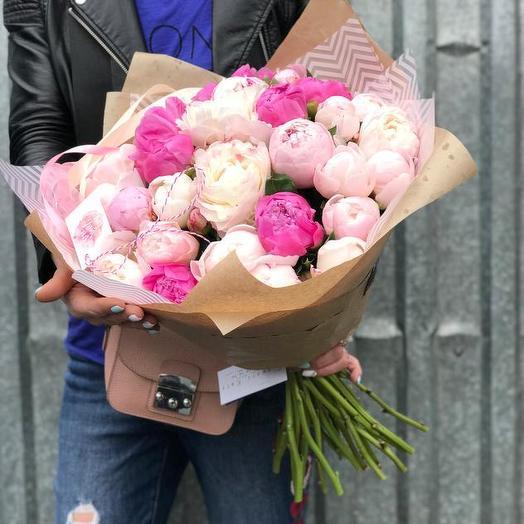 Букет из 31 разноцветного пиона: букеты цветов на заказ Flowwow