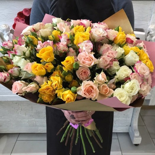 Букет из кустовых роз: букеты цветов на заказ Flowwow