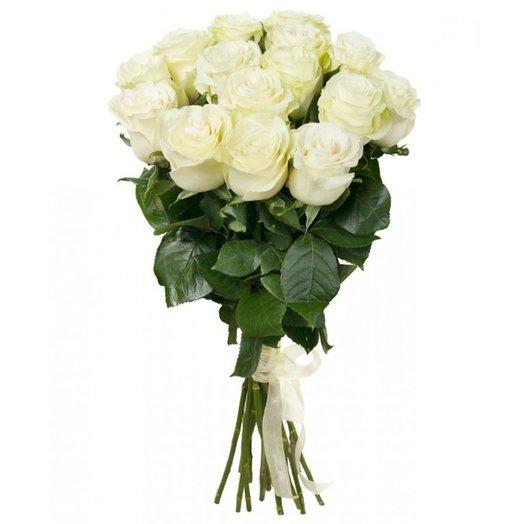 Букет из 15 белых роз с лентой