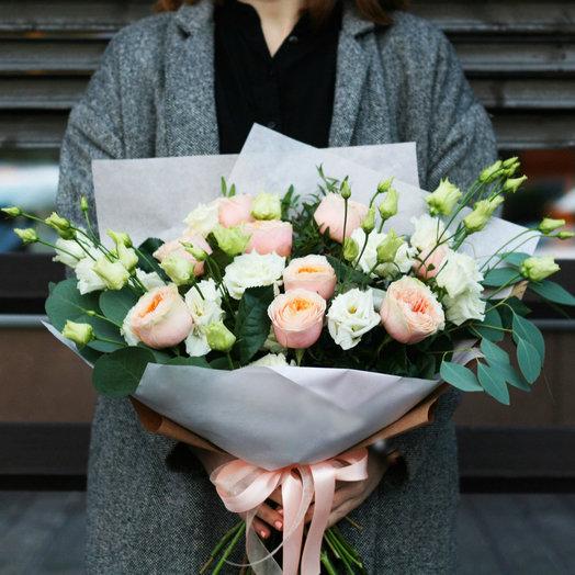 Авторский букет из вувузелы и эустомы: букеты цветов на заказ Flowwow