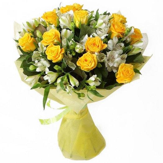 Розы и альстромерия: букеты цветов на заказ Flowwow