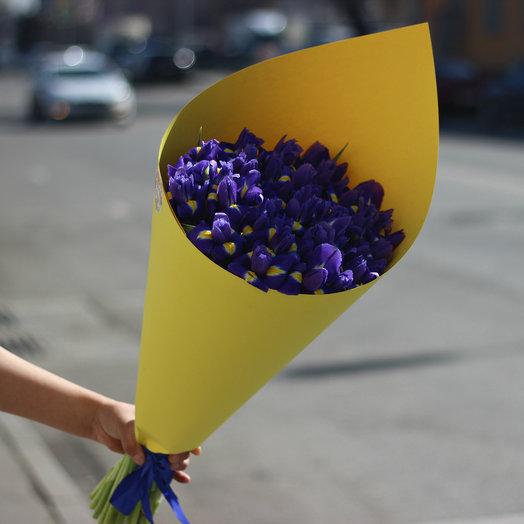 49 ирисов в стильной упаковке: букеты цветов на заказ Flowwow