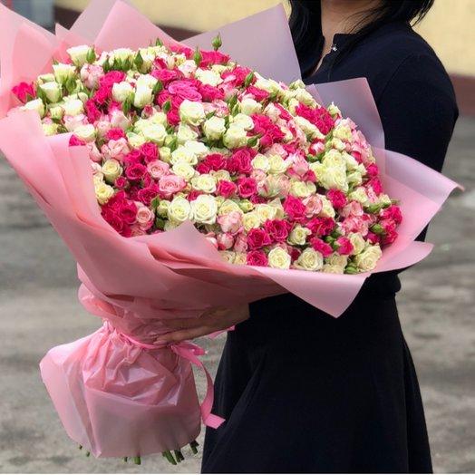 Букет из кустовых роз в нежных тоннах