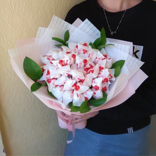 Букет из Рафаэлло для самой любимой: букеты цветов на заказ Flowwow