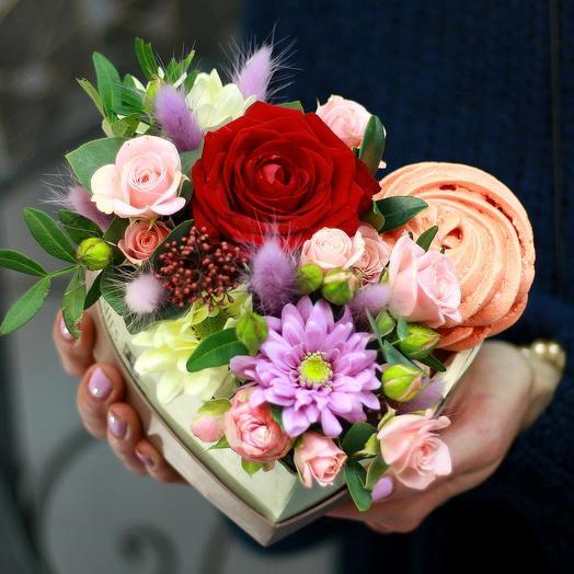"""Композиция в сердце с безе """"Может быть"""": букеты цветов на заказ Flowwow"""