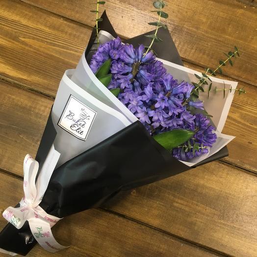 9 гиацинтов в упаковке с зеленью: букеты цветов на заказ Flowwow