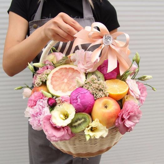 Корзина с цветами и фруктами: букеты цветов на заказ Flowwow