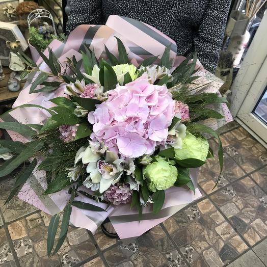 Букет из гортензии и роз: букеты цветов на заказ Flowwow