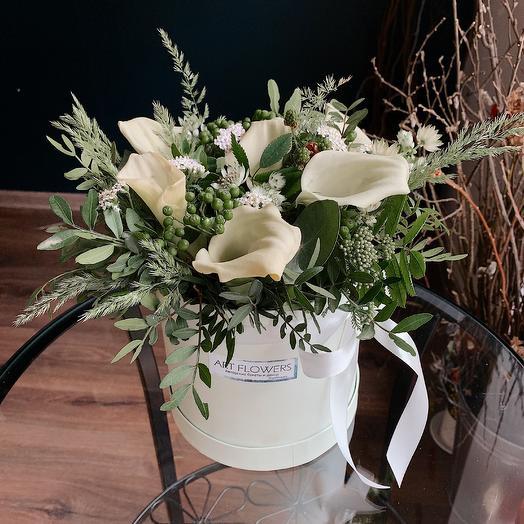 Каллы в коробке: букеты цветов на заказ Flowwow