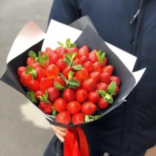Аромятная клубника: букеты цветов на заказ Flowwow