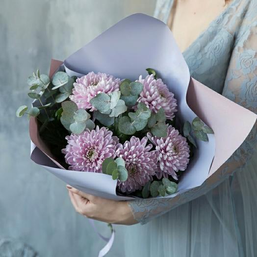 Хризантемы с эвкалиптом
