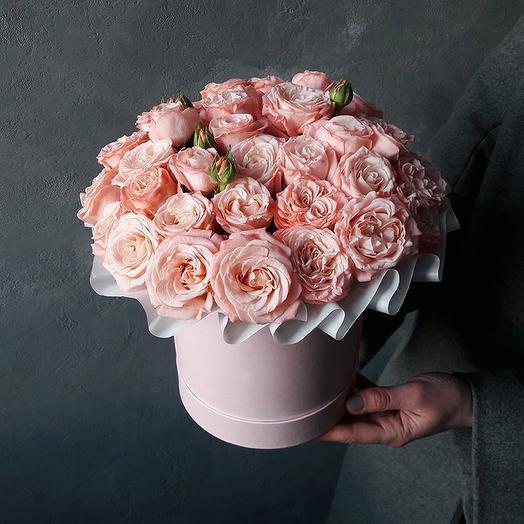 Розы Мадам Бомбастик в шляпной коробке миди: букеты цветов на заказ Flowwow