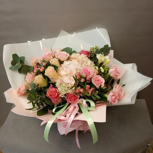 Розы и гортензия