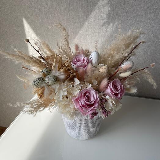 Пасхальная композиция из сухоцветов и стабилизированных цветов
