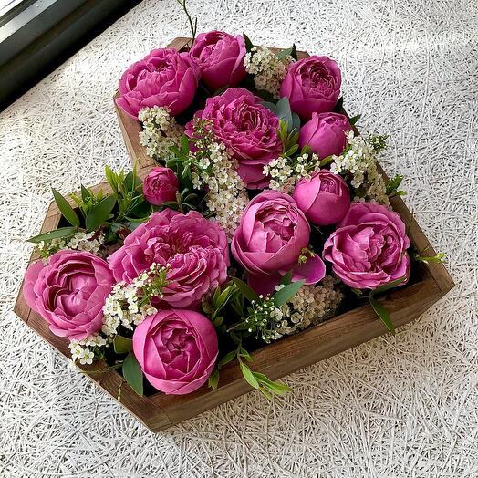 Деревянное сердце с пионовидными Розами