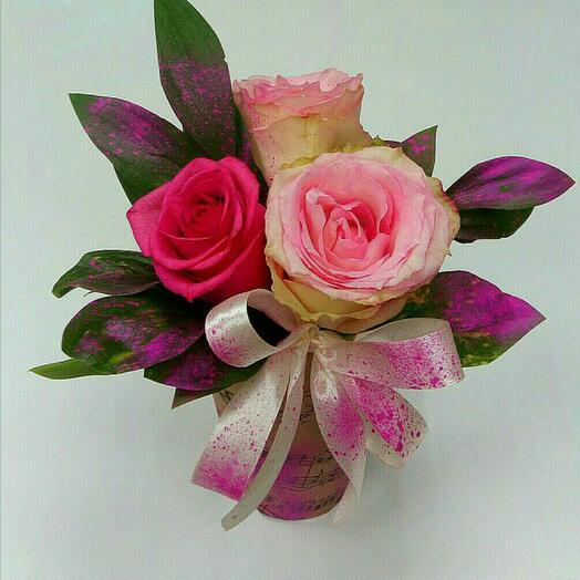 Цветы в коробке комплимент