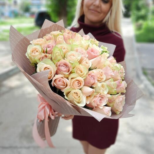 51 роза в латте