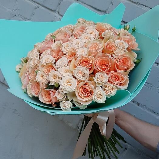 Шикарный букет с кустовыми розами