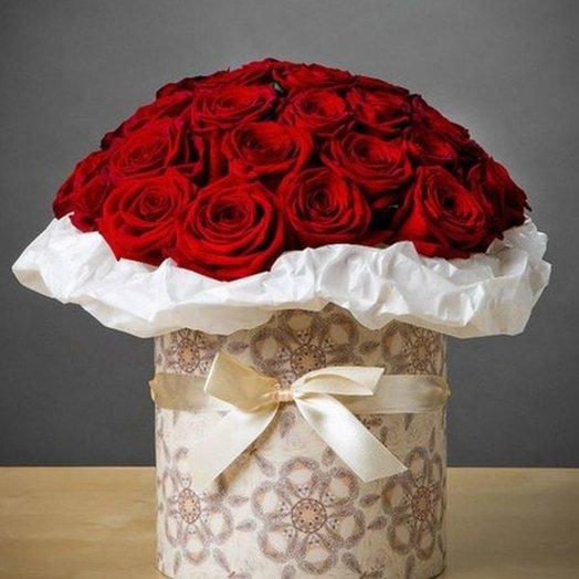 БЦ 157011 Красные розы в шляпной коробке: букеты цветов на заказ Flowwow