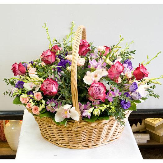 Корзина цветов Ультрафиолетовая: букеты цветов на заказ Flowwow