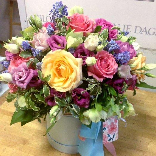 Шляпная коробка «Ветреная красавица»: букеты цветов на заказ Flowwow