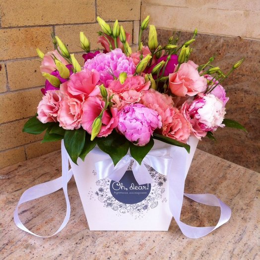 Пионы и эустома в коробке: букеты цветов на заказ Flowwow