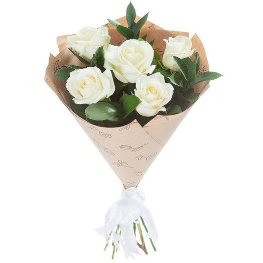 Белая роза в крафт: букеты цветов на заказ Flowwow