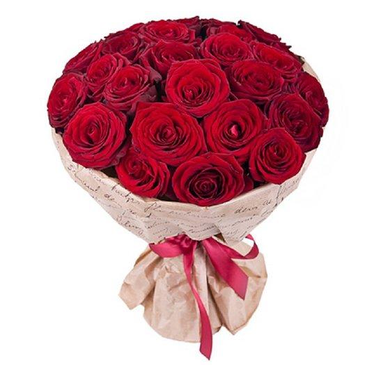 25 красных роз в крафте: букеты цветов на заказ Flowwow