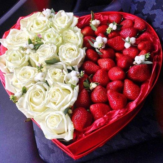 """Розы в коробке """"Сердце"""""""