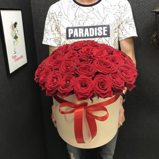 Ред box M: букеты цветов на заказ Flowwow