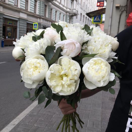 Букет белых пионов по супер цене: букеты цветов на заказ Flowwow