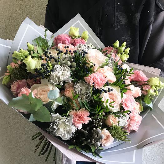 """Букет с розами и диантусом """"Sincerely yours"""": букеты цветов на заказ Flowwow"""