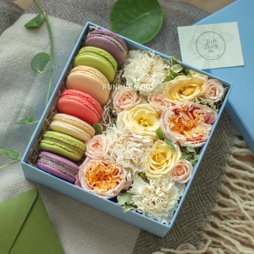 Композиция с макарунами «Авиньон»: букеты цветов на заказ Flowwow