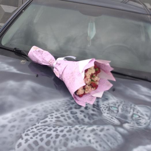 Букет из кустовых роза