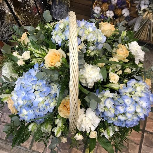 Корзина цветов «Оттенки неба»