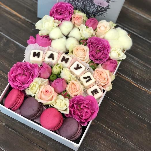 Цветы в коробке «Любимой мамуле»